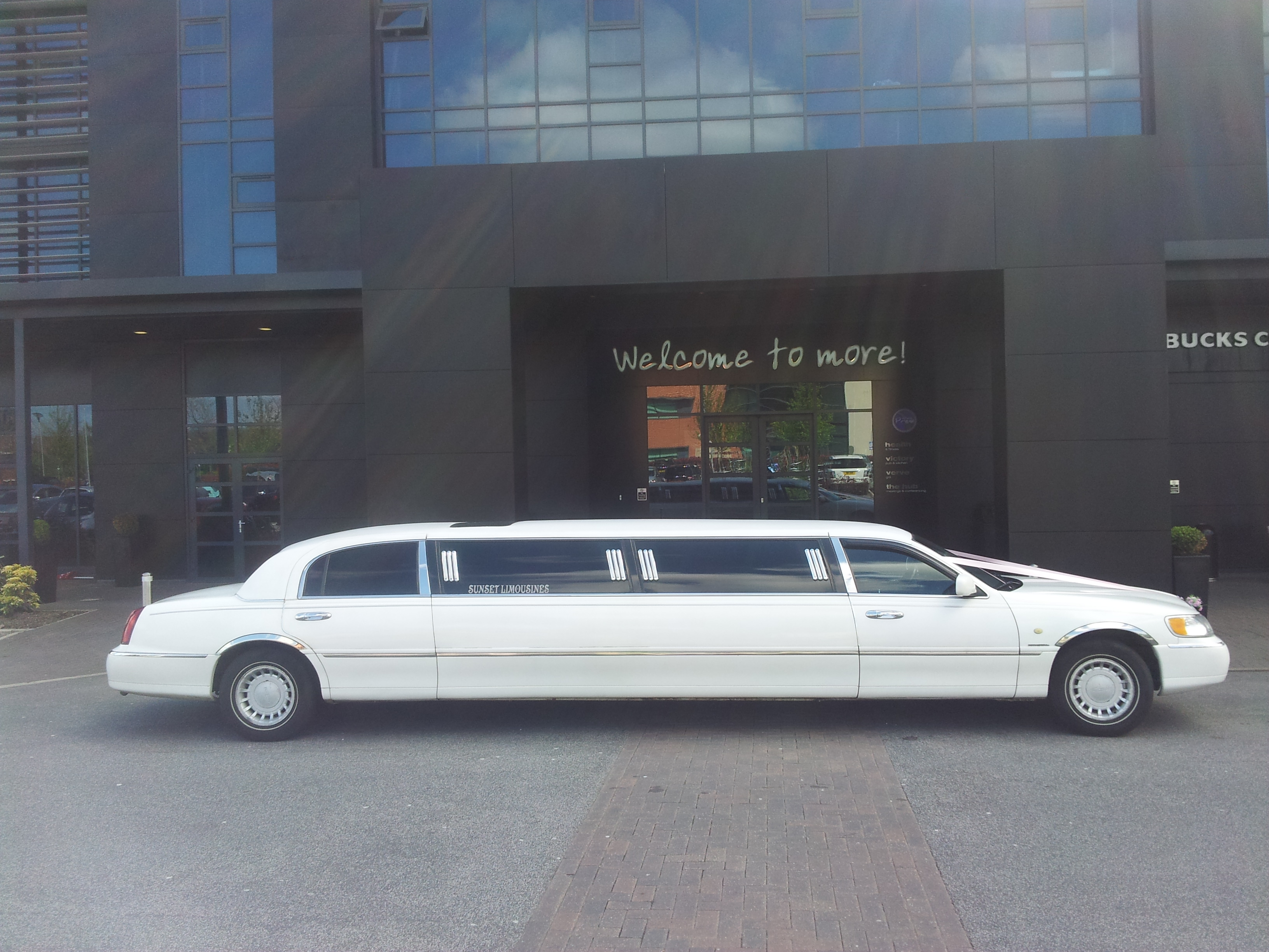 Enjoy A Brilliant Day Out In Leeds In A Limousine